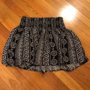 Stretchy black and white Hollister skirt size S